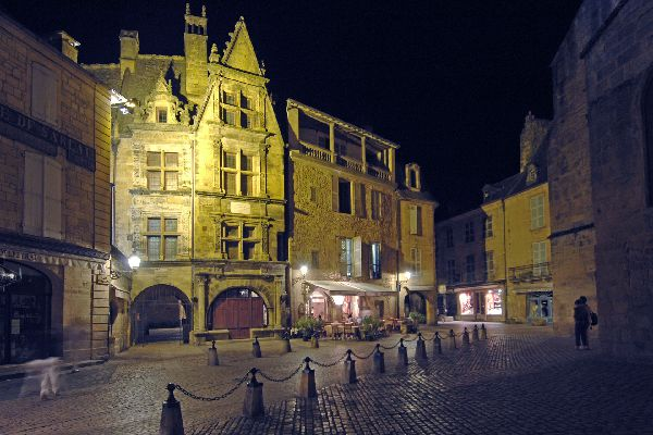 Sarlat at night